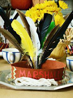 Inspired by the story of the first Thanksgiving, these Indian headdresses are customized with each child's name as a creative way to mark their seat. #thanksgiving #kids