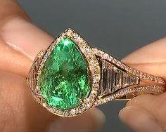 #Eyes speak a thousand #languages without saying a #word. #Muzo #Emerald by @Gem_KatFlorence #luxury #diamonds