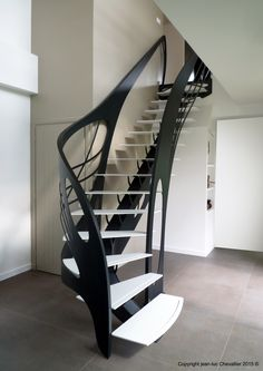 Escalier design Art Nouveau débillardé, dessiné et réalisé par Jean Luc Chevallier pour La Stylique.
