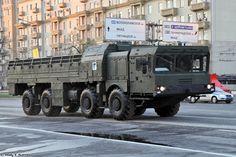 9T250 vehículo de carga para el sistema Iskander M en el ensayo para el Desfile de la Victoria 2014 en Moscú. Transporte de misiles de crucero R-500-M.