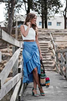 falda rayas verticales Tie Dye Skirt, Midi Skirt, Skirts, Clothes, Board, Fashion, Striped Skirts, Blue Stripes, Striped Dress Outfit