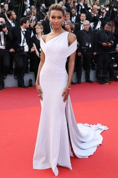 Irina Shayk, Doutzen Kroes & Elsa Hosk Stun At 'The Beguiled' Cannes Premiere!: Photo Irina Shayk is gorgeous as she hits the red carpet in a sheer gown at the premiere of The Beguiled held during the 2017 Cannes Film Festival at Palais des Festivals… Jasmine Tookes, Celebrity Red Carpet, Celebrity Dresses, Celebrity Beauty, Celebrity Style, Prom Dress With Train, Dress Up, Flare Dress, Evening Dresses