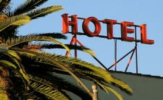 A London Tourist Guide. You Don't Need A Travel Agent To Pick A Great London Hotel. A great hotel turns your vacation into a fantasy. Read on to find out how to find an affordable place Cheap Accommodation, Hotel California, Hotel Stay, Great Hotel, London Hotels, Cheap Hotels, Best Apps, Ways To Save, Best Hotels