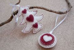 Christmas red and white ornaments - set of a felt Christmas tree and a round ornament