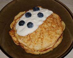 Cottage lowcarb palacinky s čučoriedkami Pancakes, Low Carb, Cottage, Breakfast, Food, Diet, Morning Coffee, Cottages, Essen