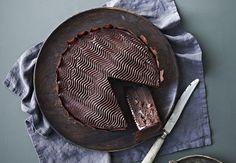 Lækker julekage med four-spice-blanding og chokoladeganache.