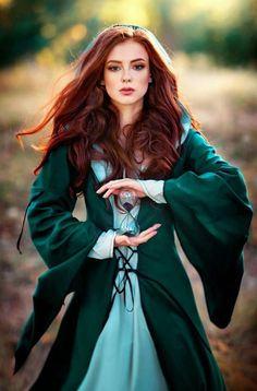 5 wavy red hair models that we have chosen for you! Redheads are so lucky! This hairstyle, which looks very cool and. Fantasy Inspiration, Character Inspiration, Creative Inspiration, Elfa, Fantasy Photography, Photography Tips, Medieval Fantasy, Medieval Girl, Beautiful Redhead