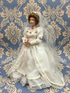 Katherine, -1900 bride. Ashton drake mini Dolls century collection. 1997