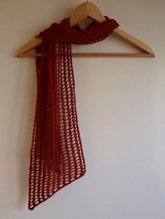 Easy lace scarf knitting pattern.