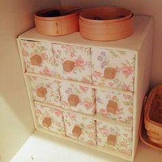 女性で、3DKの包装紙/ダンボール/牛乳パック/牛乳パックの小引き出し/団地/ねんど…などについてのインテリア実例を紹介。「玄関の靴箱のディスプレイ?部分です」(この写真は 2014-09-12 11:30:41 に共有されました) Diy Box Organizer, Diy And Crafts, Crafts For Kids, Beautiful Fairies, Teaching Materials, Storage Spaces, Organization, Pure Products, Interior