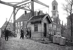 lage brug met brugwachtershuisje tot 1928 Rotterdam, Old Pictures, Bridges, Netherlands, Holland, Dutch, Costumes, History, Water