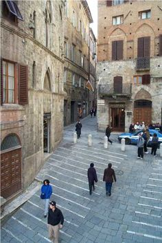 i miss these familiar streets!! Siena, Italy ( that lady in the blue jacket looks like amanda!!!)