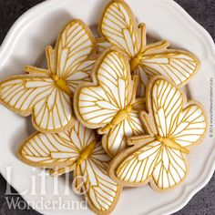Mariposas de nácar y oro Summer Cookies, Easter Cookies, Holiday Cookie Recipes, Holiday Cookies, Cookie Ideas, Butterfly Cookies, Biscuits, Cookie Frosting, Dessert Decoration