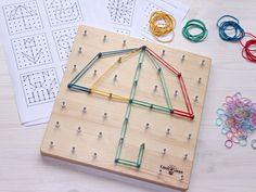 Geoboard (mathematical tablet / geometric) - a board with pins, on which you can create different shapes and figures with rubber bands. Completion: geoboard, instruction, 2 types of rubber bands (large and small), 20 ready patterns and 22 empty cards Montessori Toddler, Toddler Toys, Toddler Activities, Diy Montessori Toys, Diy For Kids, Crafts For Kids, Geo Board, Montessori Materials, Rubber Bands