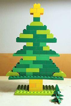 Lego Duplokerstboom - Mamaliefde Lego Christmas Ornaments, Christmas Fun, Lego Activities, Christmas Activities, Manual Lego, Legos, Lego Basic, J Birds, Van Lego