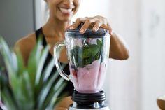 Предлагаем вам научиться готовить смузи и коктейли, состоящие из ингредиентов, которые ускоряют метаболизм. Они зарядят вас энергией...