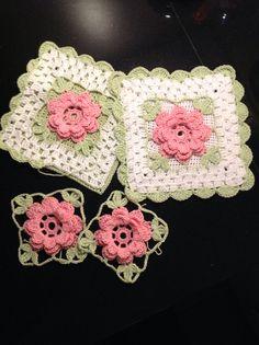 Heklanje plus – Artofit Granny Square Crochet Pattern, Crochet Flower Patterns, Afghan Crochet Patterns, Crochet Squares, Crochet Motif, Crochet Flowers, Knit Crochet, Crochet Tablet Cover, Crochet Potholders