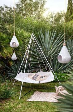 Jardin Feng Shui, Feng Shui Garden, Bed Springs, Garden Deco, Hanging Chair, Outdoor Spaces, Garden Design, Table Decorations, Inspiration