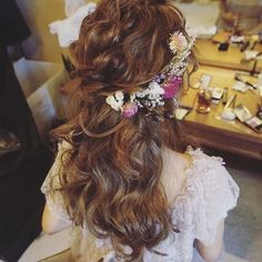 Wedding hairstyles with flowers bridal brides bridesmaids half up curls cro Wedding Hairstyles With Veil, Fancy Hairstyles, Bride Hairstyles, Hairstyles Videos, Synthetic Hair Extensions, Clip In Hair Extensions, Rose Byrne, Wedding Hair Flowers, Flowers In Hair