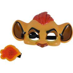 """Mit der 20 cm großen Kion Maske können die Kleinen selbst zum Löwen werden und die Abenteuer vom Anführer der Löwengarde aus der Disney Serie """"Die Garde der Löwen"""" nachspielen. <br /> <br /> Die Maske wird mit einem verstellbaren Gummiband am Kopf befestigt. Zusätzlich ist im Set ein 6 cm großes Löwengarde Abzeichen mit Lichteffekt enthalten. Batterien 2x 1,5V LR44 sind enthalten.<br /> <br /> <br /> +++Details+++<br /> + Maske..."""
