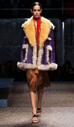Sandálias com tiras são a tendência de inverno! http://vilamulher.com.br/moda/estilo-e-tendencias/sandalia-de-inverno-com-tirinhas-14-1-32-2908.html
