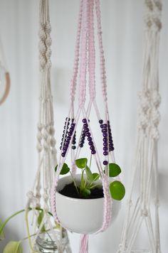 ampel pärlor Plant Hanger, Plants, Home Decor, Lilac, Creative, Decoration Home, Room Decor, Plant, Home Interior Design