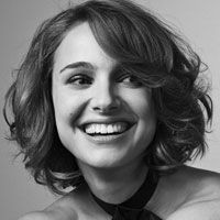 Short hair w/ curls ~~ like her a lot & the do!