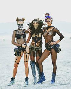 30 hottest girls from 'Burning Man festival Burning Man Style, Estilo Burning Man, Burning Man Mode, Ropa Burning Man, Burning Man Girls, Burning Man Fashion, Festival Looks, Festival Stil, Festival Mode