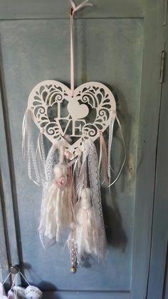 Corazón LOVE. De madera pintada. Diy Nursery Decor, Teen Decor, Shabby Chic Crafts, Diy Tassel, Heart Crafts, Dream Catcher, Garland, Decoupage, Stencils