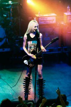 Taylor Momsen ✾ of the Pretty Reckless Taylor Momson, Taylor Michel Momsen, Jenny Humphrey, Pretty Reckless, Rocker Girl, Music Pics, Female Guitarist, Heavy Metal Music, Metal Girl