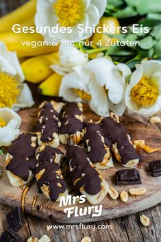 Gesunde Snickers Eis Riegel - 4 Zutaten Rezept - Mrs Flury Cereal, Sweets, Breakfast, Foodblogger, Recipes, Summer Vibes, Ice, Health Desserts, Vegan Baking