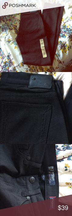 Silver 'Aiko' super stretch skinny pant NWT skinny fit black pant.  They live up to their name - they are super stretchy!  SIZE 29, but they definitely run a size small - could fit  a 27/28 (I have it listed as 28 for that reason).  Perfect for wearing with booties and an oversized sweater this fall! Silver Jeans Pants Skinny