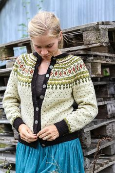 button up sweater Fair Isle Knitting Patterns, Fair Isle Pattern, Pullover Design, Sweater Design, How To Start Knitting, How To Purl Knit, Knit Stranded, Norwegian Knitting, Icelandic Sweaters