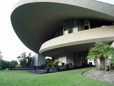 Bob Hope Residence, Palm Springs — A John Lautner Massive Masterpiece Amazing Buildings, Amazing Architecture, Architecture Details, Modern Architecture, John Lautner, Bob Hope, Famous Architects, Palm Springs, Luxury Homes
