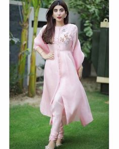 Shop salwar suits online for ladies from BIBA, W & more. Explore a range of anarkali, punjabi suits for party or for work. Pakistani Dresses Casual, Indian Gowns Dresses, Pakistani Dress Design, Pakistani Bridal, Indian Designer Outfits, Indian Outfits, Designer Dresses, Kurta Designs, Pink Suits Women
