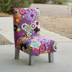 Free DIY plans to build a toddler sized slipper chair $10-$20 to make. My grandkids would love these