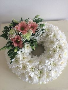 Based on a wreath for the funeral – – Flowers – Wreaths Funeral Floral Arrangements, White Flower Arrangements, Church Flowers, Funeral Flowers, Deco Floral, Arte Floral, Ikebana, Wreaths For Funerals, Bon Week End Image