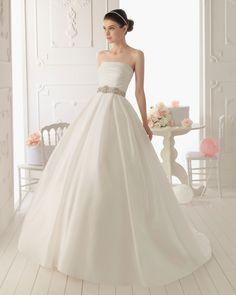 RIMA - #Vestido de organza en color natural  V09 Velo de tul y encaje en color natural, X11 Cinturón-broche pedrería en color plata y T51 Diadema de pedrería en color plata #wedding