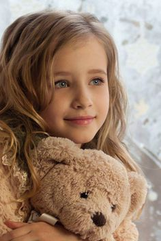Beautiful little girl and her teddy. Beautiful Little Girls, Cute Little Girls, Beautiful Children, Beautiful Babies, Cute Kids, Little Girl Models, Cute Small Girl, Little Blonde Girl, Sweet Girls
