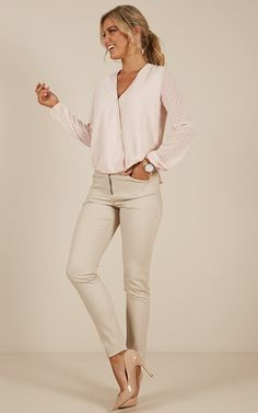 97 Best and Stylish Business Casual Work Outfit for Women 97 Best and Stylish Business Casual Work Outfit for Women – Biseyre. Business Casual Outfits For Work, Professional Outfits, Work Casual, Business Attire, Business Chic, Casual Office, Smart Casual, Casual Wear, Work Attire Women
