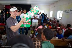American Idol Scotty McCreery distributes OCC shoe boxes in the Dominican Republic