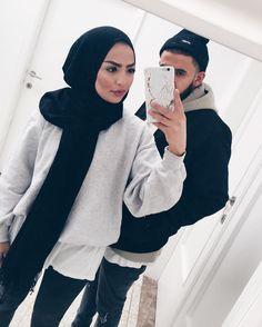 328.2 k abonnés, 805 abonnement, 1,020 publications - Découvrez les photos et vidéos Instagram de MARIA ALIA (@mariaalia) Cute Muslim Couples, Cute Couples, Muslim Couple Photography, Casual Hijab Outfit, Ootd Hijab, Hijab Fashionista, Popular Girl, Fashion Couple, Couple Outfits
