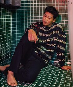 Yoon Kye Sang is in the October version of Grazia AND on the cover of The Star, check it out! Grazia The Star Source Handsome Korean Actors, Grazia Magazine, Le Male, Korean Star, Korean Celebrities, Asian Boys, Christmas Sweaters, Singing, Photoshoot
