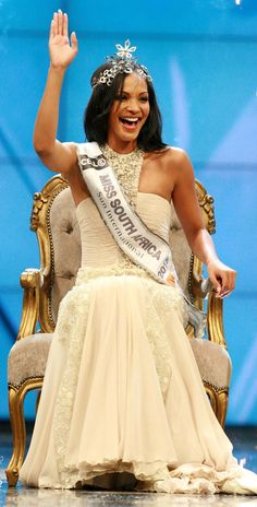 Meet the beautiful new Miss South Africa!