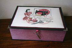 Tissu noir à pois blancs, papier lokta rose, papier imprimé mannequin de couture