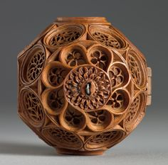 Prayer Nut with Scenes from the Life of St. James the Greater - Holzschnitzen , Chip Carving, Wood Carving, Medieval Art, Renaissance Art, St James The Greater, Romanesque Art, Cleveland Museum Of Art, Rosary Beads, Gourd Art