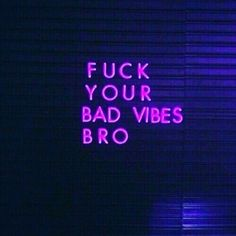 Good vibes only #goodenergy #goodvibes #positiveenergy #bepositive #beambitious #behungry #bebrave #dreambig #workhard #neon #neonlights #positivequotes #motivational #motovationalquotes #quotes❤