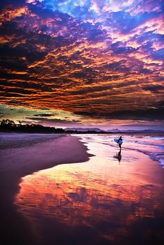 Beautiful Sunset in Byron Bay, New South Wales, Australia Beautiful Sunset, Beautiful World, Beautiful Places, Stunningly Beautiful, Amazing Places, Byron Beach, Image Nature, Sunset Beach, Purple Sunset