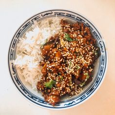 I honestly half read a recipe and then half looked in my fridge and then made up the rest. This is a really easy recipe (my friend who reckons she is no pro in the kitchen has cooked it a number of… Carrot Slaw, Toasted Sesame Seeds, Oyster Sauce, Baby Spinach, Couscous, The Dish, Coriander, Wok, Stir Fry