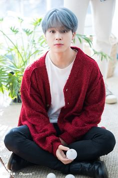 Jimin (BTS) charismatic yet adorable BTS collaborated with Dispatch to produce sweet photos as a special Christmas present for fans. Who: Jimin (BTS) Bts Jimin, Bts Taehyung, Bts Bangtan Boy, Jhope, Park Ji Min, Bts 2018, Seokjin, Namjoon, K Pop
